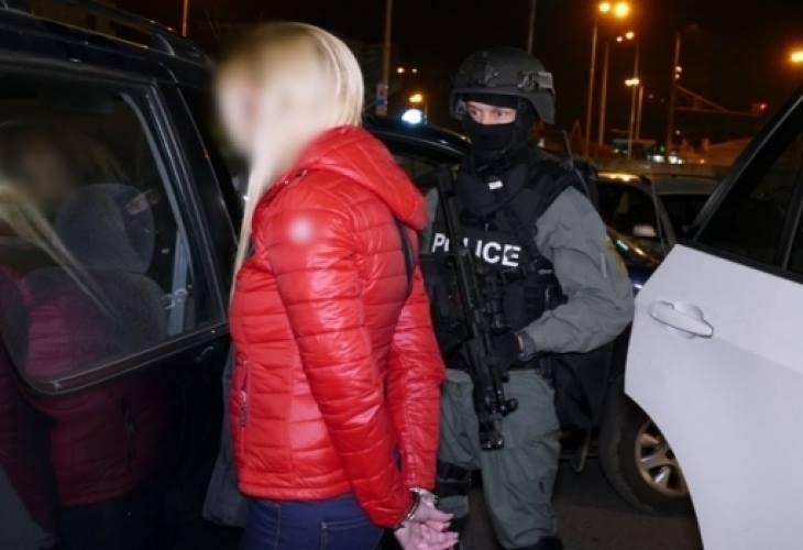 Изплуваха нови версии за въоръжената до зъби с картечни пистолети банда в София и любовницата на боса ѝ!
