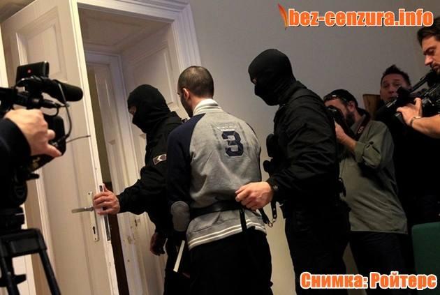 10 години затвор за хвърлен камък по полицай