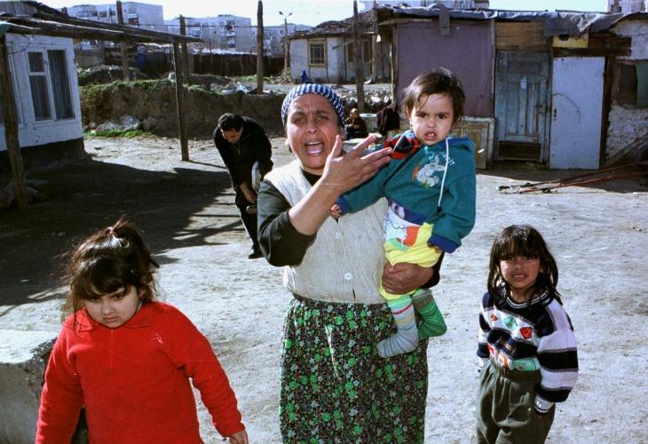 Кошмар за ромите! Багери бутат нова махала в Столипиново