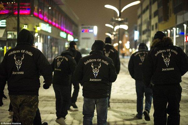 """Във Финландия става страшно! """"Воините на Один"""" патрулират по улиците, дебнат мигранти"""