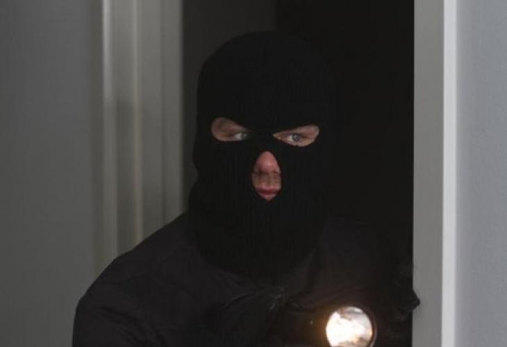 Свиха 300 бона от министър на Живков, обвинен в педофилия
