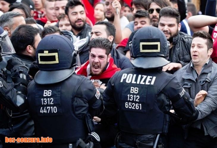Полицията раздава пищялки на жените във Виена, за да не ги изнасилват бежанци