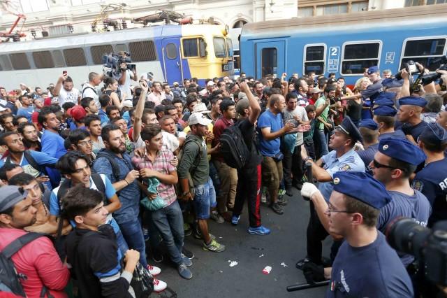 Стотици хиляди мигранти ще бъдат настанени в България