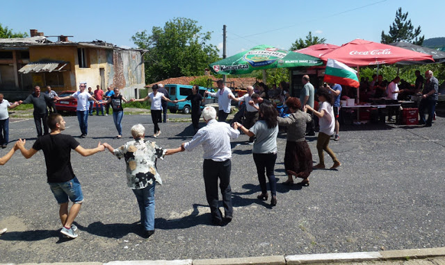 """Старци изгониха 40 роми, """"окупирали"""" родопско село!"""