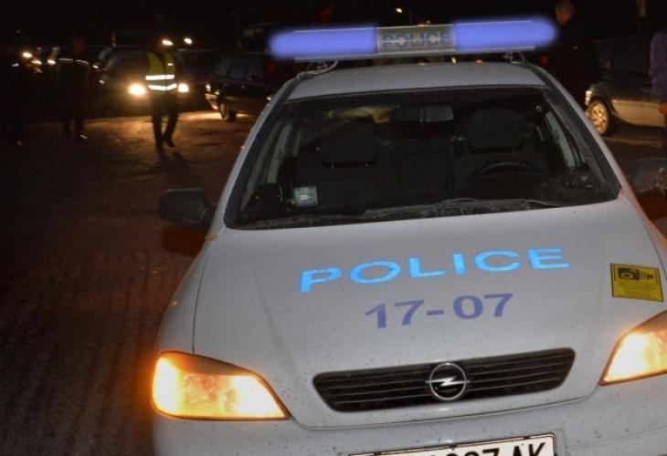 Пак безчинство: В циганско меле в Смядово най-много бой отнесоха полицаите, побеснялата Катя В. им потроши патрулката
