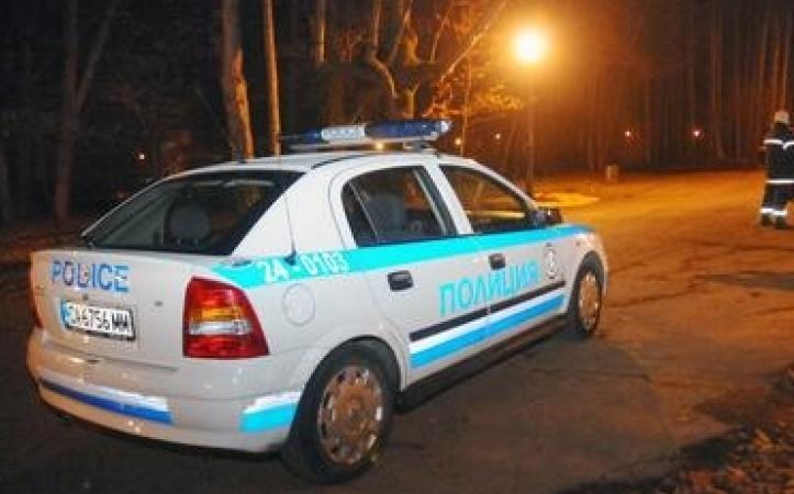 """Среднощен екшън в Костинброд: Полицаи спряха """"Пежо"""" за проверка и стана страшно"""