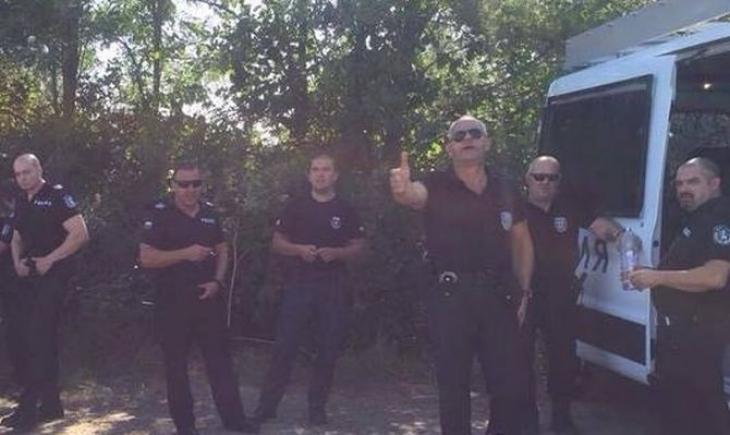 В Слънчев бряг ври и кипи: Горещи полуголи мацки на бунт срещу Валери Симеонов! (ВИДЕО)