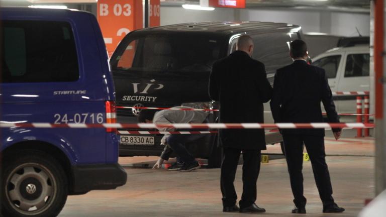 Над 300 хил. лева са откраднати при въоръжен обир на инкасо автомобил в Плевен
