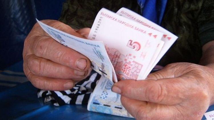 Защо в България са мизерни пенсиите