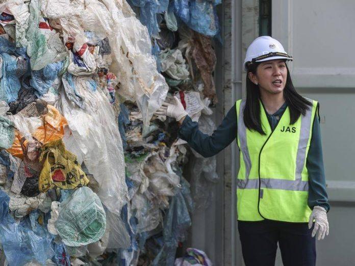 Една жена успя да им върне 150 контейнера с боклук! Време е да им върнем боклука!