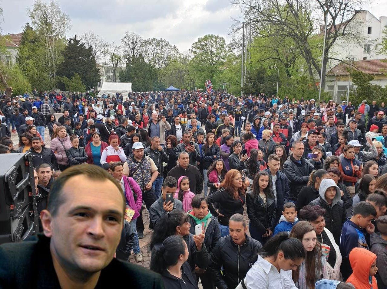 Ромите си говорят, че ще гласуват за Васил Божков - той не дели хората!
